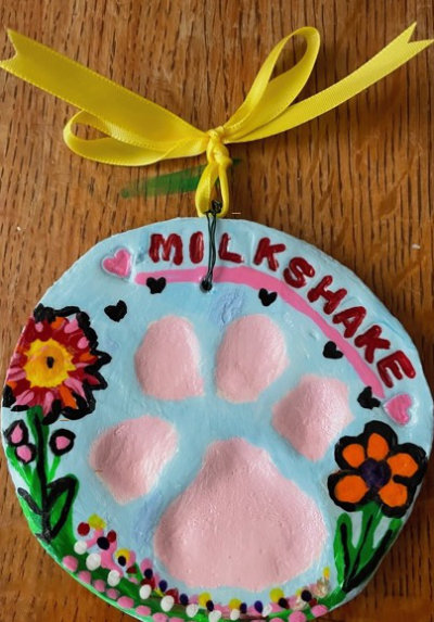 picture of memorial paw print in plaster that has been painted